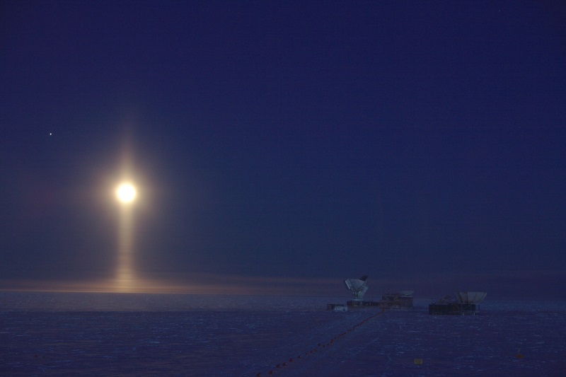 rare optical phenomenon of ice crystals suspended in the atmosphere at the South Pole
