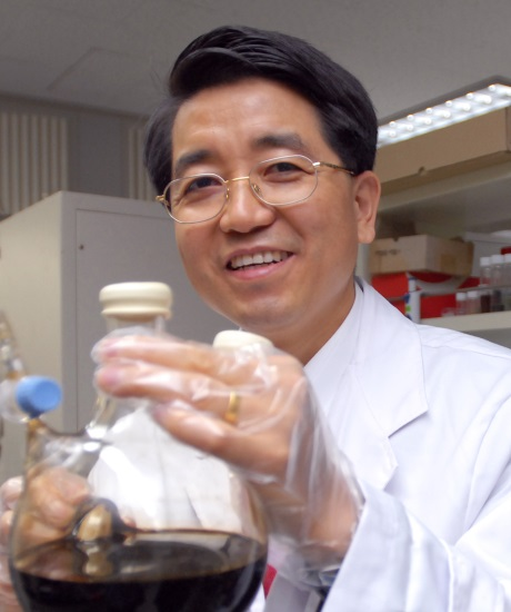 Professor Taeghwan Hyeon, Institute for Basic Science and Journal of the American Chemical Society