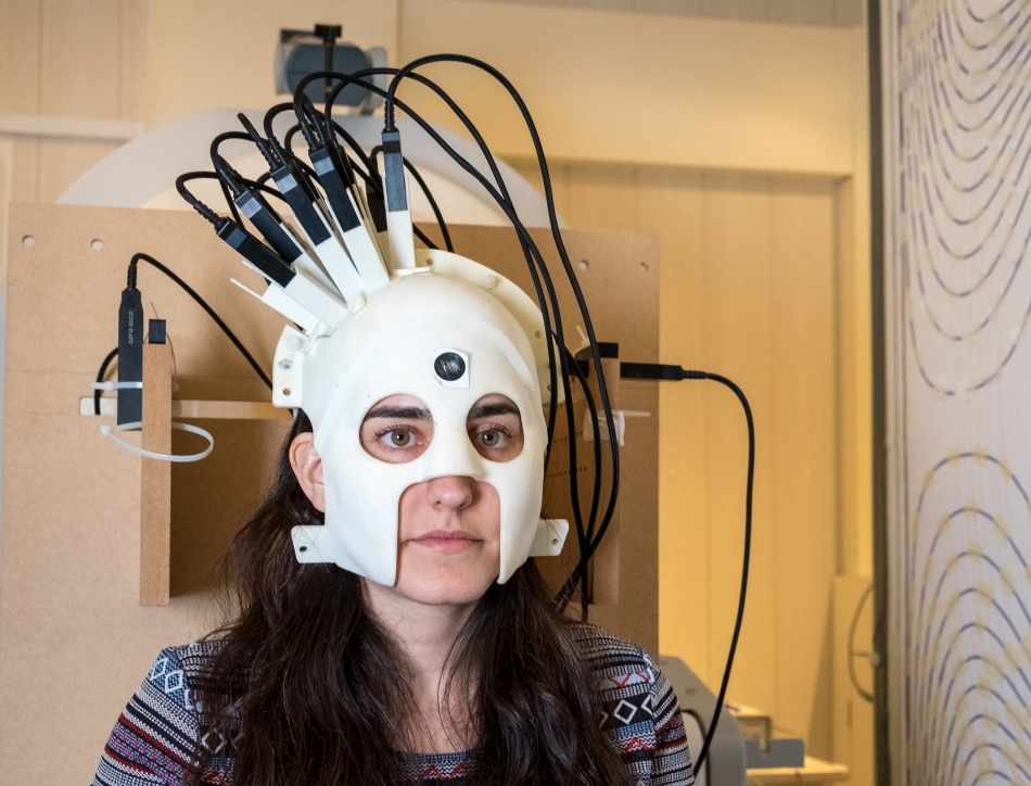 Testing the prototype brain scanner based on quantum sensing. Credit: Wellcome